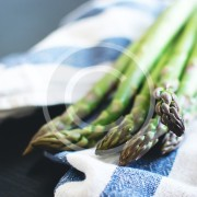 foodiesfeed.com_fresh-asparagus2